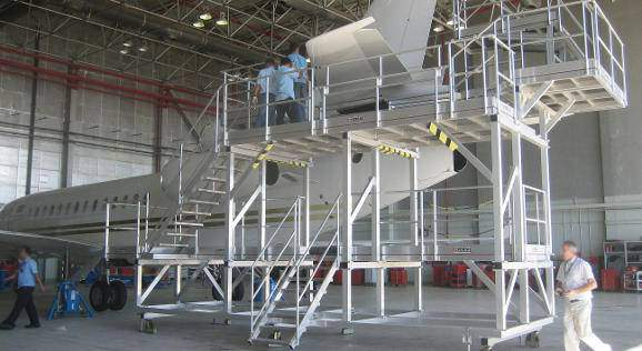 Access, docks and stepladders for aircraft