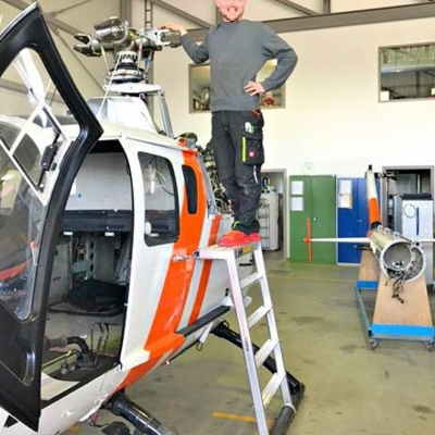 echelle-a-marche-pour-maintenance-helices-helicoptere-bo-105