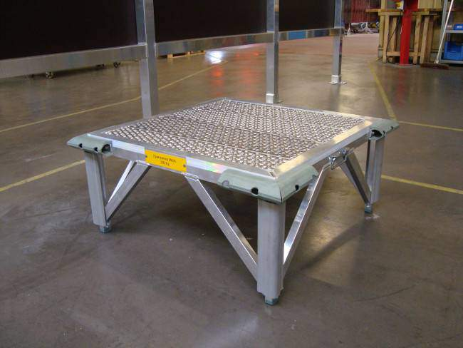 Access stepladder for cargo bay and maintenance on helicopter ec120 noze