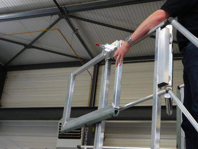 Access stepladder for small type helicopters