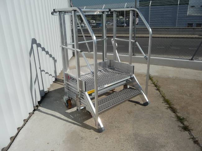 Transmission access stepladder for helicopter