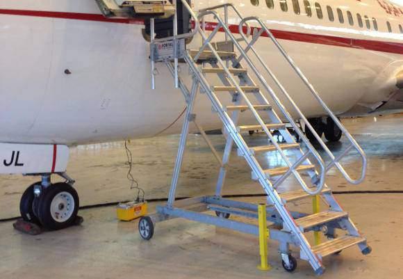 Towable runway stepladders
