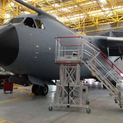 Escabeau de maintenance pour avion de transport