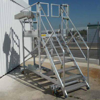 Stepladder for helicopter maintenance
