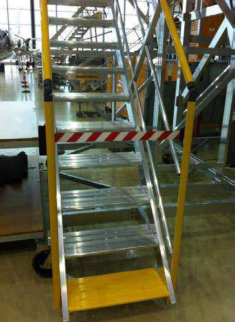 Mobile and height adjustable platforms for rear door access - Boeing and Airbus