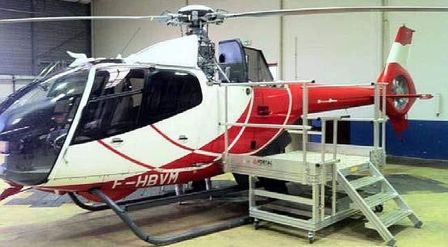 Mobile helicopter maintenance stepladder