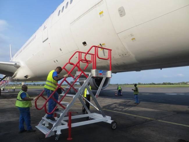 Aircraft access stepladders