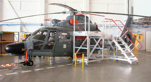 Access, docks and stepladders for helicopters