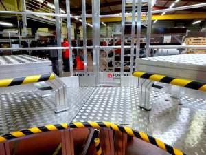 Sliding-and-swirel-guardrail
