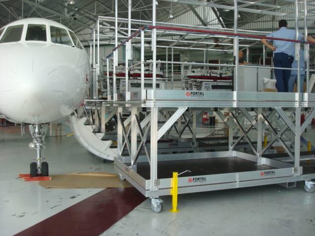 Passerelle de de chargement pour avion Falcon VIP