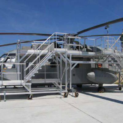 Plateforme d'accès et de maintenance pour hélicoptère