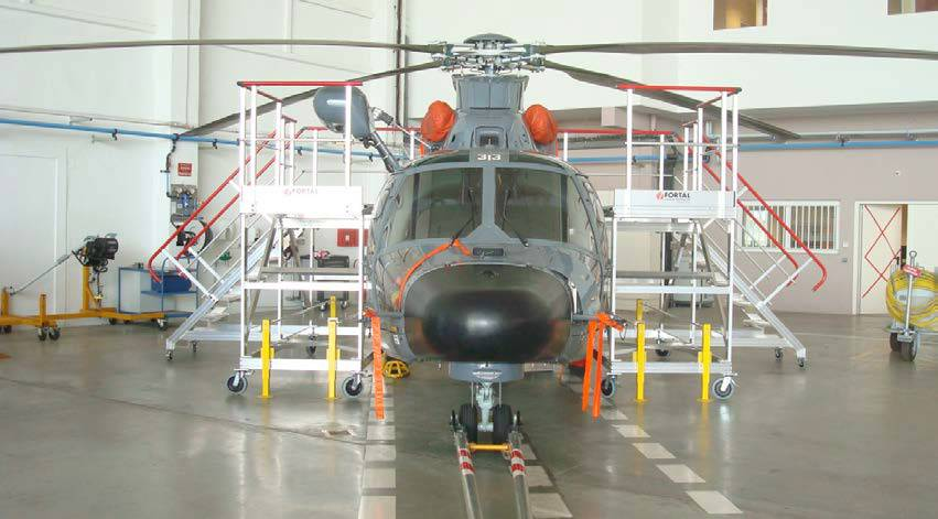 Platform for maintenance helicopter Dauphin