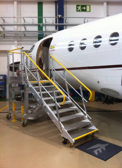 Mobile platform for access door Falcon 900 – 2000 – 7x